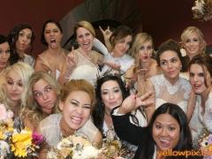 Happy_Brides_in_photobooth