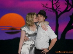 Kissing_Couple_in_Photo_Booth